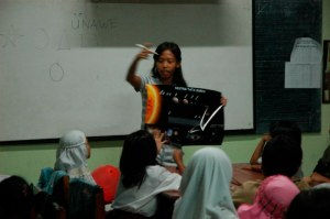 Yatni told a story about Solar System in Madiun